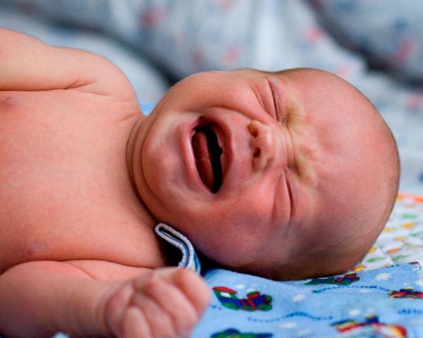 Колики ночью у новорожденного что делать