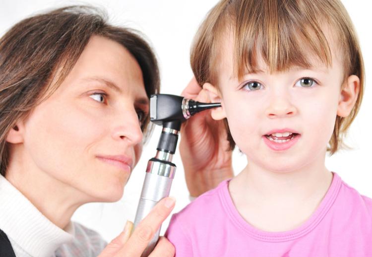 Болит ухо у ребенка как лечить в домашних
