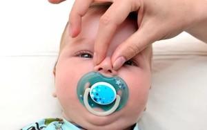 Почистить нос грудничку от соплей