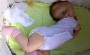 Ребенок выгибается дугой