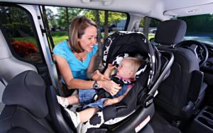 Как лучше всего перевозить грудного ребенка в машине